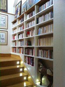 bibliothèque d'escalier