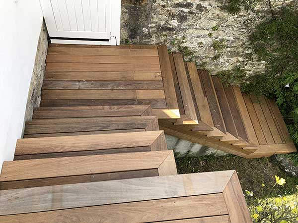 Escalier recouvert de lames de terrasse en Ipé la trinité sur mer